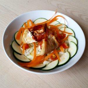 fyldt-roedspaettefilet-med-friske-groentsager